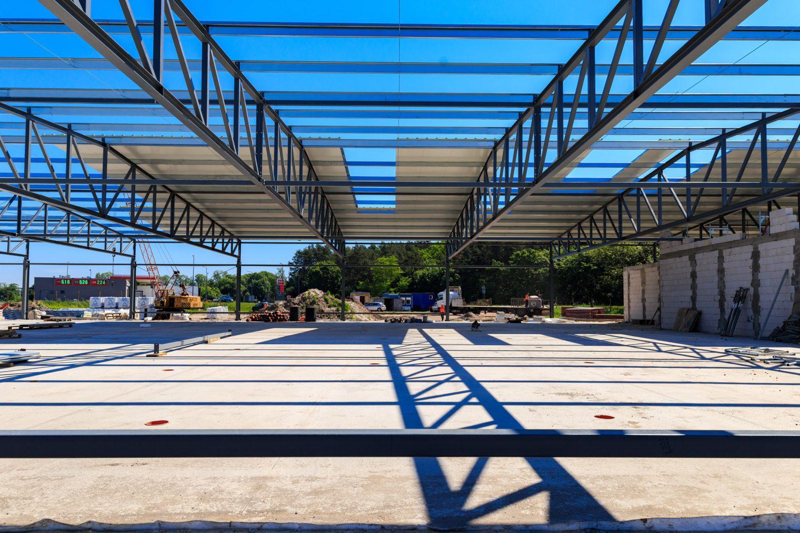 Budowa konstrukcji stalowej hali